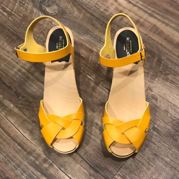 cafde0a3fe0 Swedish Hasbeens Kringlan Sandal in Strong Yellow